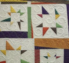 Check out the quilted curlie Qs on this quilt!  Beautiful quilting!