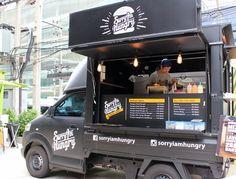 ハンバーガーを売るタイの「ソーリー・アイム・ハングリー」。もともとバンコク市内に実店舗があったが、今年4月からフードトラックも展開している