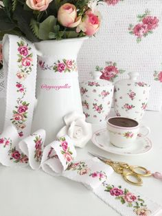 Discover thousands of images about Cross stitch rose borders Butterfly Cross Stitch, Cross Stitch Borders, Cross Stitch Rose, Cross Stitch Designs, Cross Stitching, Embroidery Needles, Cross Stitch Embroidery, Hand Embroidery, Embroidery Designs