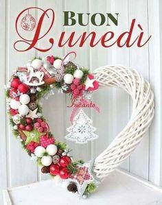 Grapevine Wreath, Christmas Wreaths, Holiday Decor, Merry Little Christmas, Sleep, Frases, Amigurumi, Universe, Bonjour