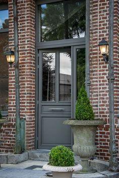 House entrance exterior front porches decor ideas - Home & DIY Exterior House Colors, Exterior Paint, Exterior Design, House Entrance, Entrance Doors, Mansion Homes, House Front, House Painting, Facade