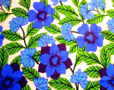 Lovely 70s Swedish vintage fabric with a great retro pattern. The colors are great in this fabric! I so love this stylized pattern with the flowers and