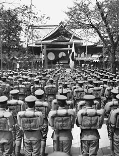 Soldiers assembled in Japan Pearl Harbour Attack, Evil Empire, Japanese History, Military Photos, Army & Navy, American Revolution, Vietnam War, World History, Armed Forces