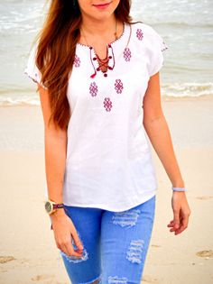 Hand embroidered beautiful blouse available! From Chiapas Ethnic Fashion, Boho Fashion, Fashion Outfits, Womens Fashion, Clothing Patterns, Dress Patterns, Mexican Outfit, Embroidered Clothes, Embroidery Fashion
