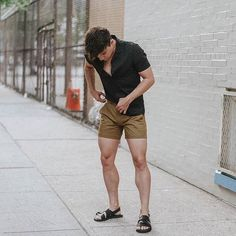 One great thing about men's fashion is that while most trends come and go, men's wear remains stylish and classy. However, for you to remain stylish, there are men's fashion tips you need to observe. Men Looks, Justin Livingston, Mode Shorts, White Shirt Outfits, Mode Simple, Summer Outfits Men, Herren Outfit, Mens Clothing Styles, Trendy Clothing