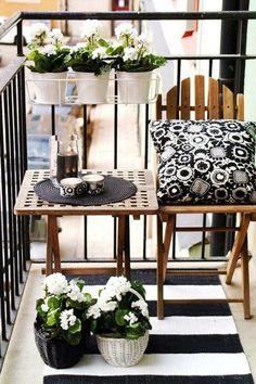 bonita terraza con decoración en blanco y negro