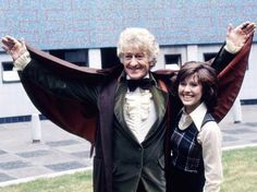 In the middle of BBC TV Centre, Jon Pertwee introduces the press to Elisabeth Sladen, who plays his new companion Sarah Jane Smith. In Elisabeth Sladen returned to the character for her own CBBC series 'The Sarah Jane Adventures'. (C) BBC Classic Doctor Who, New Doctor Who, Sarah Jane Smith, Rose And The Doctor, Jon Pertwee, Star Of The Day, Doctor Who Companions, Crazy Man, Girls Magazine