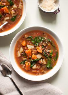 zupa na rozgrzanie z soczewicą, batatem i szpinakiem - zielony środek Chana Masala, Soup Recipes, Beef, Ethnic Recipes, Food, Spinach, Lenses, Recipes, Meat