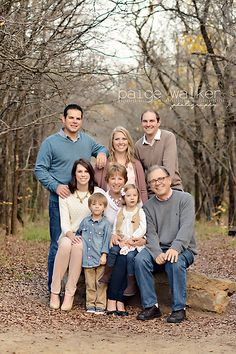 Some photogs cringe at the thought of large extended family session, I actually love them! Farm Family Pictures, Extended Family Photos, Winter Family Photos, Large Family Photos, Outdoor Family Photos, Family Picture Poses, Family Picture Outfits, Family Posing, Large Family Portraits