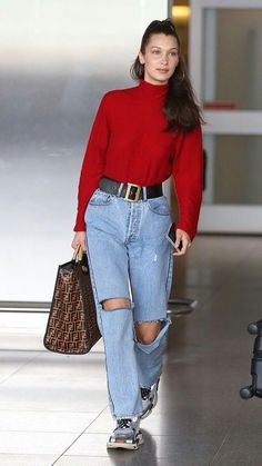 to Dress at the Airport This Winter: 7 Celebs Who Make It Look Easy 7 Winter Celebrity Airport Outfits Looks Street Style, Looks Style, Looks Cool, Model Street Style, Bella Hadid Outfits, Bella Hadid Style, Mode Outfits, Fashion Outfits, Womens Fashion