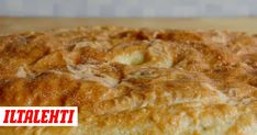 Perinteinen lihapiirakka tehdään pellille ja täytetään jauheliha-riisisekoituksella.