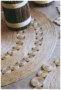 Diy Rustic Rug Of Jute Or Sisal Rope - Shelterness Rope Rug, Sisal Rope, Sisal Twine, Do It Yourself Furniture, Diy Furniture, Jute Crafts, Diy And Crafts, Diy Carpet, Rugs On Carpet
