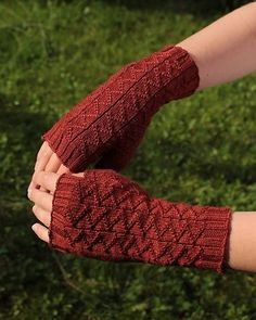 Menelaos Mitts by Simone Bechtold. malabrigo Sock in Boticelli Red colorway. FREE Pattern here: http://www.ravelry.com/patterns/library/menelaos-mitts
