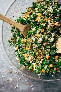 Toasted Bread and Parmesan Kale Salad This is THE BEST Kale Salad! Lots of shredded kale, Parmesan cheese, homemade breadcrumbs, and a lemon olive oil dressing. So simple, SO GOOD. Vegetarian Cheese, Vegetarian Recipes, Cooking Recipes, Healthy Recipes, Olive Oil Dressing, Clean Eating, Healthy Eating, Parmesan, Soup And Salad