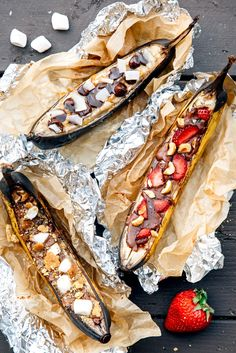 Banana Boats 9 Ways Campfire banana boats are an easy camping dessert to make for a crowd!Campfire banana boats are an easy camping dessert to make for a crowd! Camping Desserts, Desserts To Make, Camping Meals, Tent Camping, Camping Food Make Ahead, Couples Camping, Camping Dishes, Camping Breakfast, Backpacking Meals