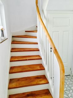 Wohnen stairs # cement tiles A Simple Case Of Chronic Headaches Article Body: People Garde Corps Design, Stairway Decorating, Wood Architecture, Swedish House, Modern Staircase, Wood Bedroom, Stair Railing, Home Office Design, Tile Design
