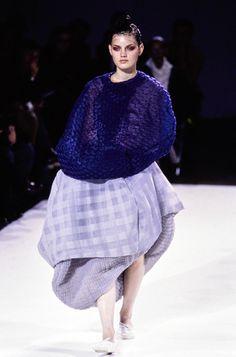 Comme des Garçons Spring 1997 Ready-to-Wear Fashion Show - Guinevere Van Seenus