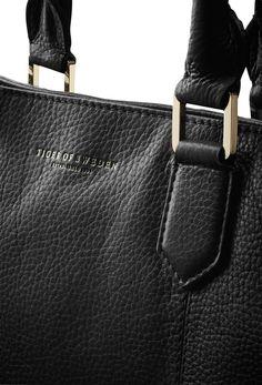 Florina bag-Women's bag in medium grained leather. embossed Tiger of Sweden logo. one zip pocket, open pocket; cotton lining. Cotton lining. Size: 41 x 31 cm. Tiger Of Sweden, Women's Handbags, Messenger Bag, Shoulder Strap, Satchel, Closure, Pockets, Zip, Logo
