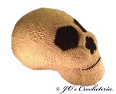 Crochet Pattern - Lucy the African Flower Skull - Halloween decoration/Pillow
