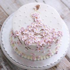 Brithday Cake, Gold Birthday Cake, Cake Decorating Techniques, Cake Decorating Tutorials, Cupcakes, Cupcake Cakes, Birth Cakes, Buttercream Cake Designs, Cherry Blossom Cake