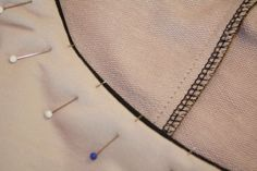 Anleitung falsche Paspel - ohne Belege einen Halsausschnitt versäubern