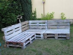 Outdoor Pallet Seating, Outdoor Cafe, Outdoor Lounge, Pallet Furniture Outdoor Couch, Diy Pallet Couch, Couch Furniture, Furniture Stores, Furniture Making, Jardin Palette Diy