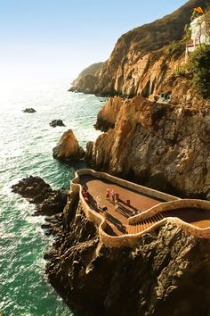 El Mirador, La Quebrada. Beautiful Acapulco http://www.travelandtransitions.com/destinations/destination-advice/latin-america-the-caribbean/mexico-travel-the-best-mexico-beaches-in-western-mexico/