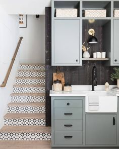 Home Remodel Color Scheme lovely blue grey kitchenette.Home Remodel Color Scheme lovely blue grey kitchenette Cheap Bedroom Decor, Cheap Home Decor, Entryway Decor, Wall Decor, Lake Arrowhead Cabin, Black And White Stairs, Appartement Design, Green Cabinets, Luxury Homes Interior