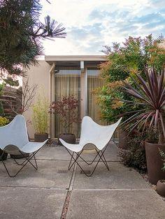 A Time Traveling Vintage Inspired San Francisco Home patio in San Francisco Modern Outdoor Furniture, Outdoor Rooms, Outdoor Gardens, Outdoor Living, Outdoor Decor, Modern Patio, Indoor Outdoor, Landscape Design, Garden Design