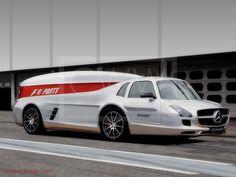 AMG Renntransporter F1 Partstransporter - hideous.