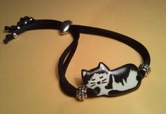 Pulsera gato en esmalte sobre cobre, cordón ajustable de cola de ratón y abalorios de zamak