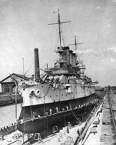 USS_Maine_BB-10_drydocked.jpg (590×741)