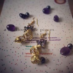 Wire earrings with butterfly accessories. Aventurine and gold plated wire. Handmade by me. Dina Mfs - 31deestore