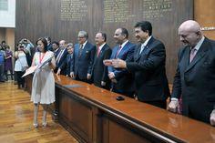 La Senadora Cristina Díaz Salazar Recibiendo su reconocimiento