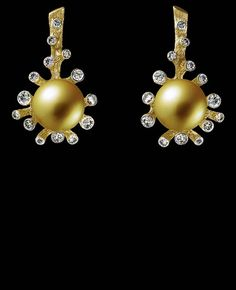 Jewellery Theatre: Jewellery Corals Earrings,18K yellow gold . 28 diamonds 0,76-0,80 ct gold pearl (Ø 11,5-11,9)