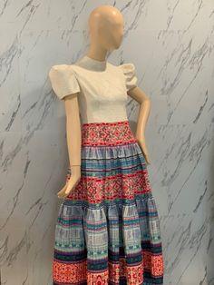 Thai Fashion, Modest Fashion, Fashion Outfits, Traditional Fashion, Traditional Dresses, Myanmar Dress Design, Myanmar Traditional Dress, Batik Fashion, Evening Dresses