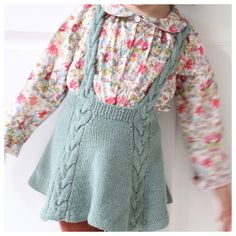 / Easy enough twirly skirt! (norwegian and english) Enkelt nok snurreskjørt! / Easy enough twirly skirt! (norwegian and english) Ravelry, Knitting For Kids, Baby Knitting Patterns, Knit Baby Dress, Baby Skirt, Knit Skirt, Crochet Baby, Kids Outfits, Kids Fashion