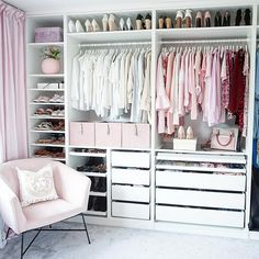 Girl Room Decor Ideas - How do you make a girl room pretty? Girl Room Decor Ideas - What's the best color for a teenage girl's bedroom? Bedroom Closet Design, Master Bedroom Closet, Closet Designs, Room Decor Bedroom, Ikea Pax Closet, Dressing Room Design, Dressing Room Closet, Wardrobe Room, Closet Layout