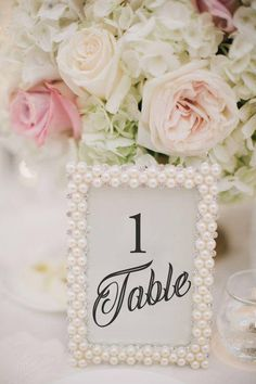 DIY wedding planner with ideas and tips including DIY wedding decor and flowers. Everything a DIY bride needs to have a fabulous wedding on a budget! Mod Wedding, Dream Wedding, Wedding Day, Spring Wedding, Wedding Venues, Wedding Blog, Trendy Wedding, Wedding Vintage, Wedding Ceremony