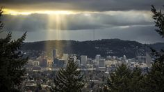 Amazing time-lapse photography video of Portland from Uncage the Soul Productions.