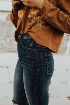 fall outfits | dark orange tops | long sleeve | dark denim | jeans | patterns | embroidered top | casual
