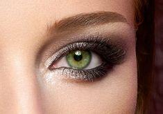 Csillogó+szemhéjfestékkel+is+elkészítheted+a+füstös+szemeket,+így+a+nappali+make-upból+ünnepi+vagy+esti+sminket+varázsolhatsz.