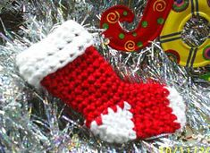 free crochet stocking pattern -going to make these to decorate packages! Crochet Christmas Stocking Pattern, Crochet Stocking, Crochet Christmas Ornaments, Holiday Crochet, Christmas Stockings, Christmas Decorations, Christmas Ideas, Crochet Gratis, Free Crochet