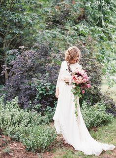 Brides, it's time to break out the happy dance. Kayla Barker teamed up with some of the very best and is unveiling her latest workshop photos right here, right now. Set at a dreamy French chateau, Stefanie Miles Events and Bows and Arrows led a team of