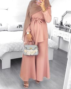 Modest fashion hijab ideas for a night out or a casual wear hijab hijabfas Modest Fashion Hijab, Hijab Chic, Abaya Fashion, Fashion Dresses, Fashion Clothes, Modest Wear, Modest Dresses, Casual Dresses, Casual Wear