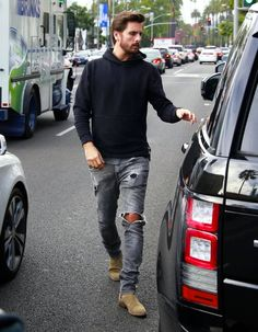 Scott Disick wearing Black Hoodie, Grey Crew-neck T-shirt, Grey Ripped Skinny Jeans, Tan Suede Chelsea Boots Chelsea Boots Outfit, Tan Suede Chelsea Boots, Chelsea Boots For Men, Chelsea Boots Style, Suede Boots, Mode Justin Bieber, Scott Disick Style, Grey Ripped Jeans, Destroyed Jeans