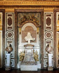 Bust of Louis XIV by Bernini in Salon of Diana Louis Xiv, Gian Lorenzo Bernini, French Royalty, French History, Art History, Palace Of Versailles, Diane, Paris City, Grand Hotel