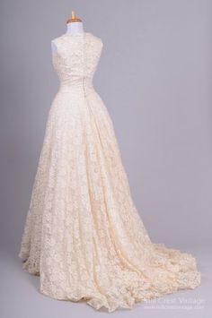 1940's Embroidered Lace Vintage Wedding Gown : Mill Crest Vintage