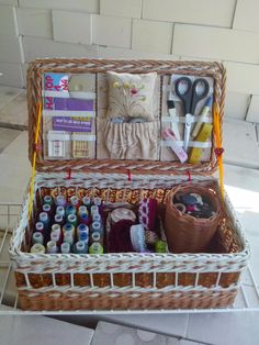 Sewing Hacks, Sewing Tutorials, Sewing Crafts, Sewing Projects, Diy Projects, Newspaper Basket, Newspaper Crafts, Sewing Box, Sewing Notions