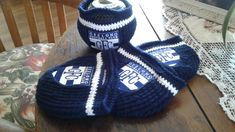 These are my latest design - support your team in style with my own, unique design lawn bowls beanies - set of four. Can be made in acrylic or cotton/acrylic blend. Cd Art, Beanies, Bowls, Lawn, Scarves, Winter Hats, Football, Club, Crochet